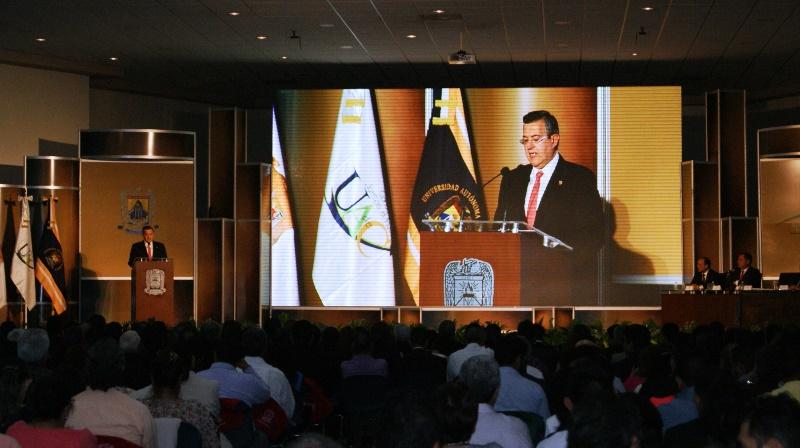 El rector Blas José Flores Dávila, presento su segundo informe de actividades de la Universidad Autónoma de Coahuila.