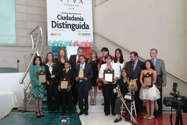 """Universitarias de la UA de C son """"Ciudadanas Distinguidas"""" en Torreón"""