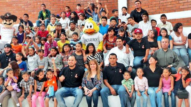 Vaqueros Laguna conviven con  menores de Casa Puente