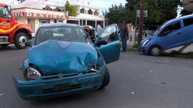 Resulta persona lesionada en aparatoso accidente