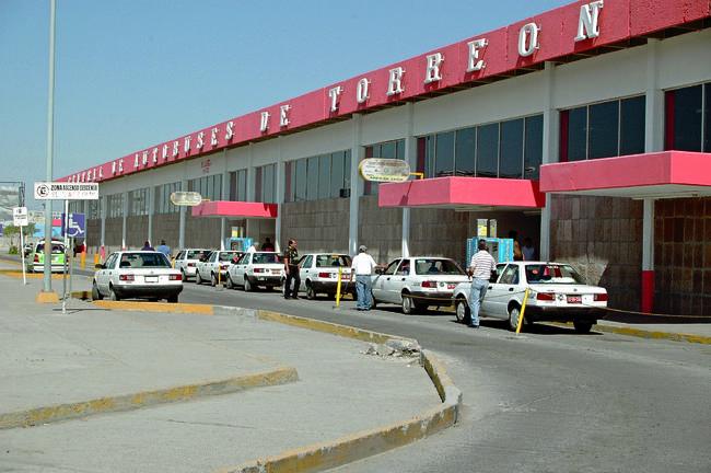 Bloqueos obligan a cancelar viajes a Durango, Zacatecas y Chihuahua