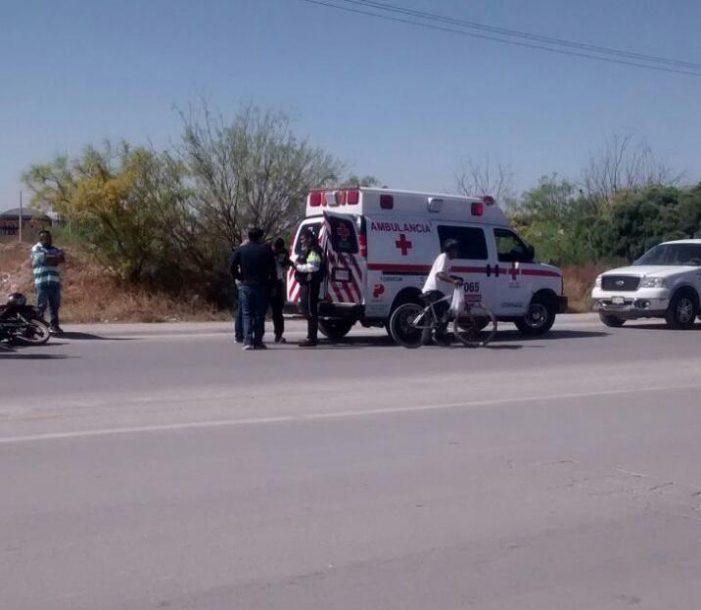 Motociclista resulta lesionado tras chocar por alcance contra un taxi