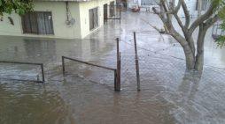 Se desborda canal de riego en el ejido El Fénix de Matamoros