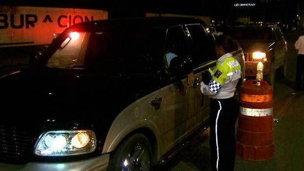 Alcoholímetro deja más de 30 conductores detenidos