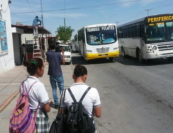 Desviación en rutas de transporte público toma desprevenidos a usuarios