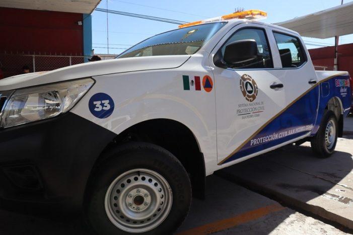 Entregan dos nuevos vehículos a protección civil