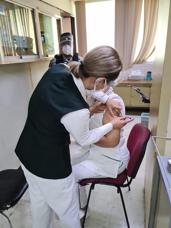 Imss Coahuila inicia vacunación COVID a personal de salud